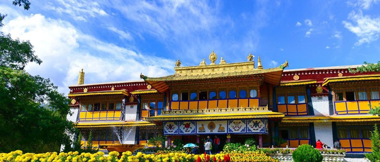 Norbulingka consists of several palace including the Kelsang Potrang, Tsokyil Potrang, Golden Linka and Takten Migyur Potrang