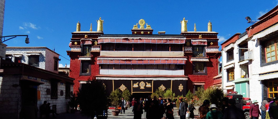 Ramoche Temple is originally built to enshrine Shakya Muni's 12-year old image, which is brought by prince Wencheng.