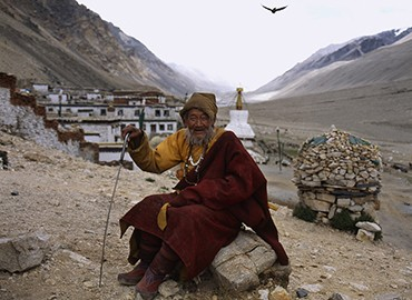 Though Rongbuk Monastery is not resplendent and magnificent,it is still one of the holiest monasteries in Tibetans' mind.