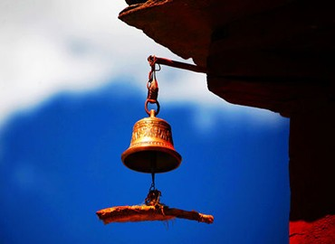 The bell hanging on the roof stands for peace and prosperity.