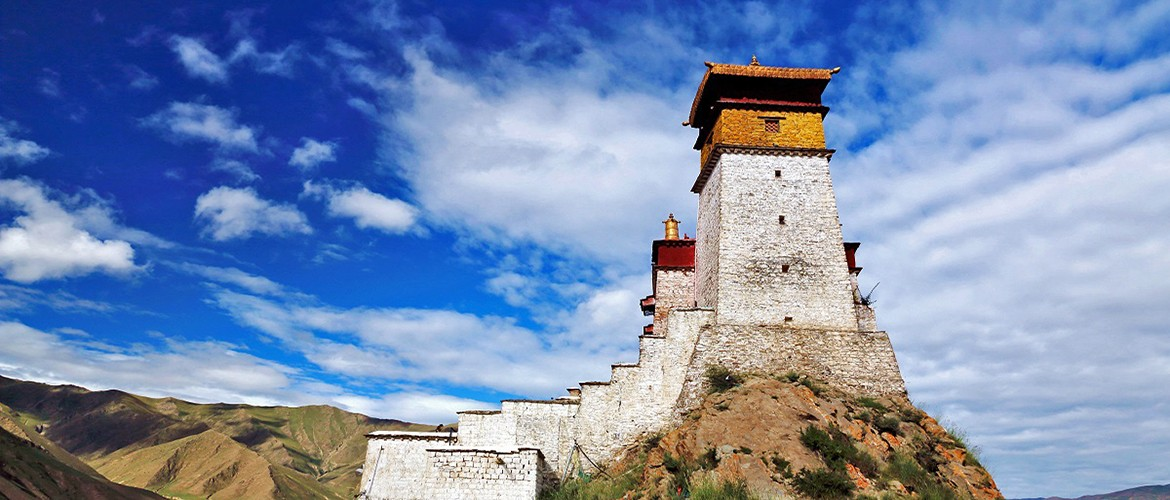 Located in Shannan Prefecture, Yumbulagang Palace is the earliest palace in Tibet history.