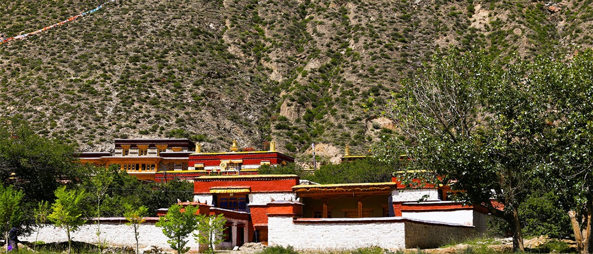 Yungdrungling Monastery is a typical Tibetan Buddhist style monastery.