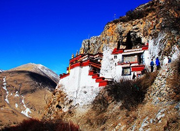 Drak Yerpa was built by Songtsan Gampo, the first emperor of a united Tibet, in the 7th century for his wife.