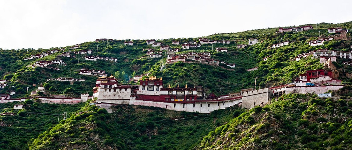 Drigung Til Monastery covers an area of about 3,000 square meters.