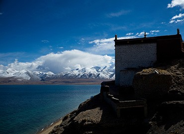 Perched on a 100-meter-high cliff, Gossul Monastery lies to the west of Manasarovar Lake.