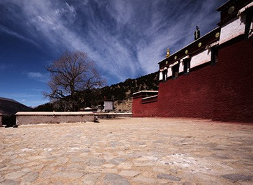 Reting Monastery has a history of more than 900 years.