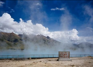 Yampachen hot springs is located in Dangxiong county, 90 kilometers away from Lhasa.
