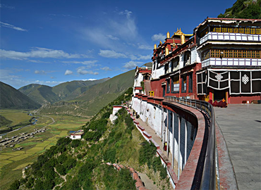 Drigung Til Monastery is the head monastery of the Drigongpa school and the most famous sky burial site in central Tibet.
