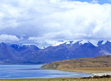 Lake Manasarovar is the most transparent                                     fresh water lake in China. It supports life                                     while the salt lake Rakshas Tal lies next to it                                     supports no life.