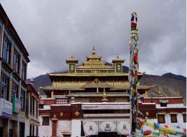 Lamaling temple is 30km south of Bayi.