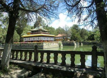 Kelsang Potrang, as the first palace in Norbulingka, it is named after the 7th Dalai Lama, Kelsang Gyatso
