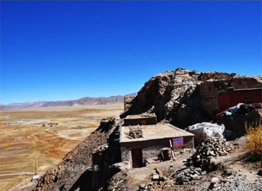 Rutog monasteries located at the top of the hills.