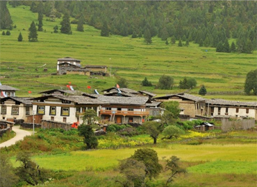 If you go to Nyingchi from Lhasa, we will usaually stay a while in Tashigang Village. You can visit Tibetan family here.