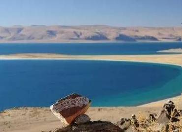 Another name of Dung tso is moon lake.