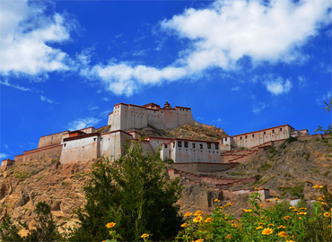 Ri-puk Hermitage was a center for the transmission of that Zhalu tradition of the Kālacakra.