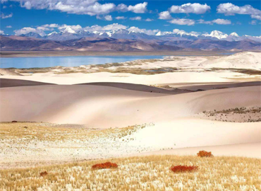 There's a great opportunity to view the uniuqe scenery of Tibet.
