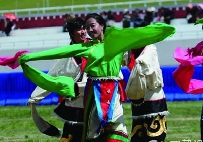 Tibetan people enjoy their festival from singing and dancing