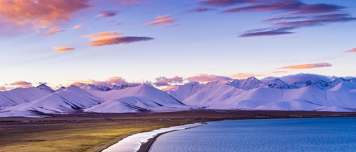 Namtso lake attract thousands of hundreds tourists each year.