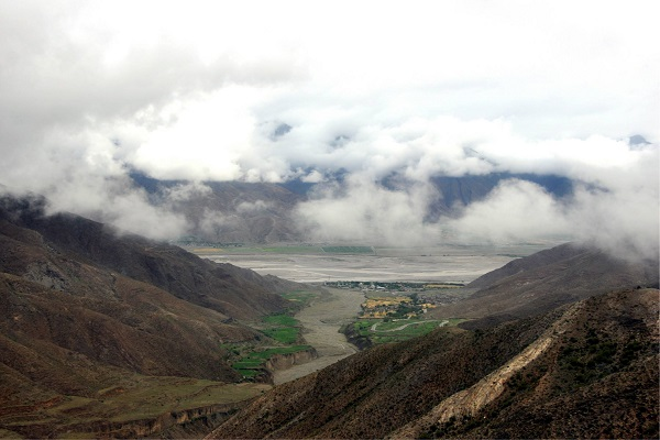 Cloudy weather in Shigatse.