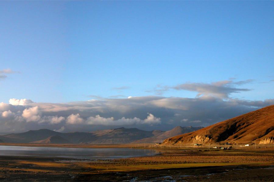 stunning landscape of Shigatse, Tibet