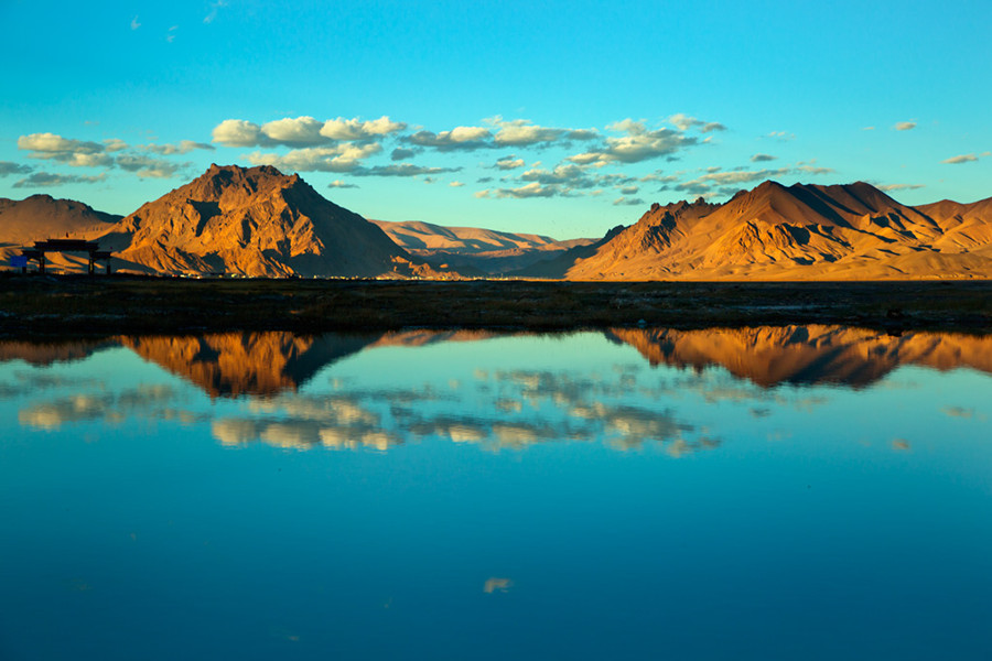Holy Lake Manasarovar in Ngari, Tibet
