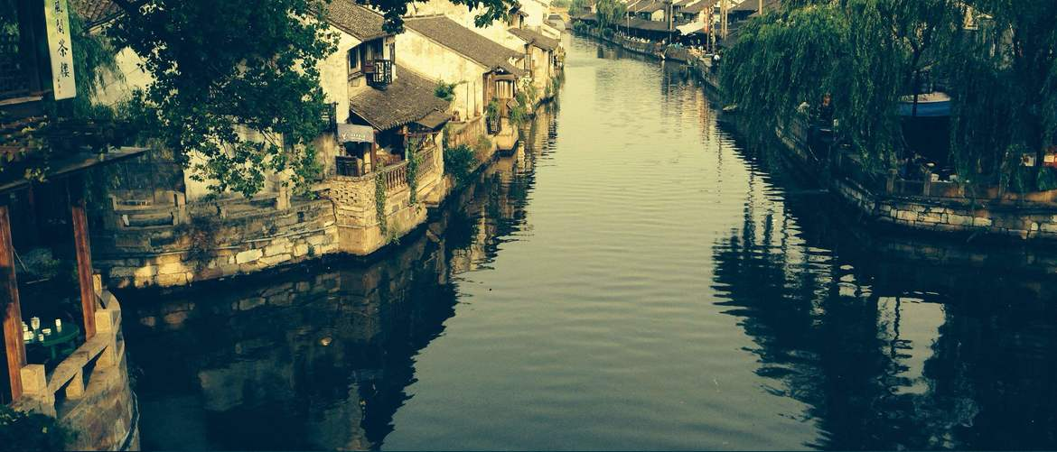 Tongli, in ancient times, was a favorite place for poets, painters, Confucian scholars and government officials.