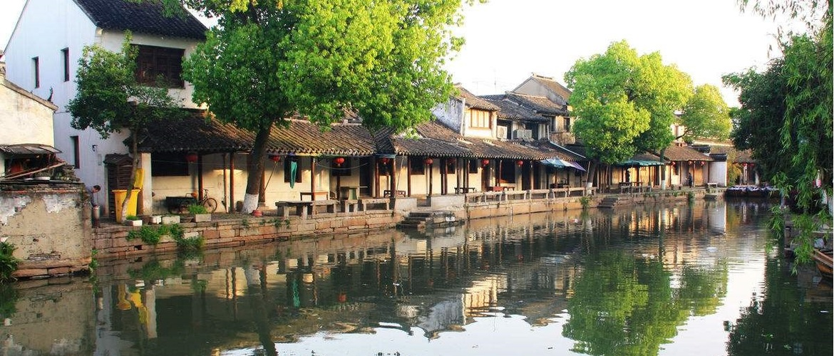 Stroll through the alleyway of this ancient water village, people will addicted to its original, intoxicating atmosphere.