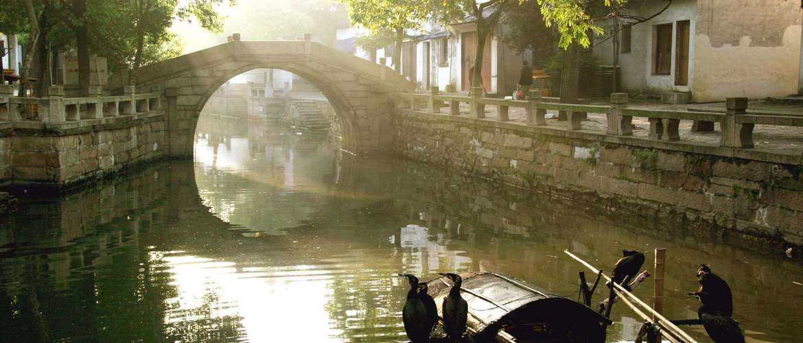 Tongli Water Town is rich in culture. Since ancient times there have been many poets, painters, Confucian scholars and government officials