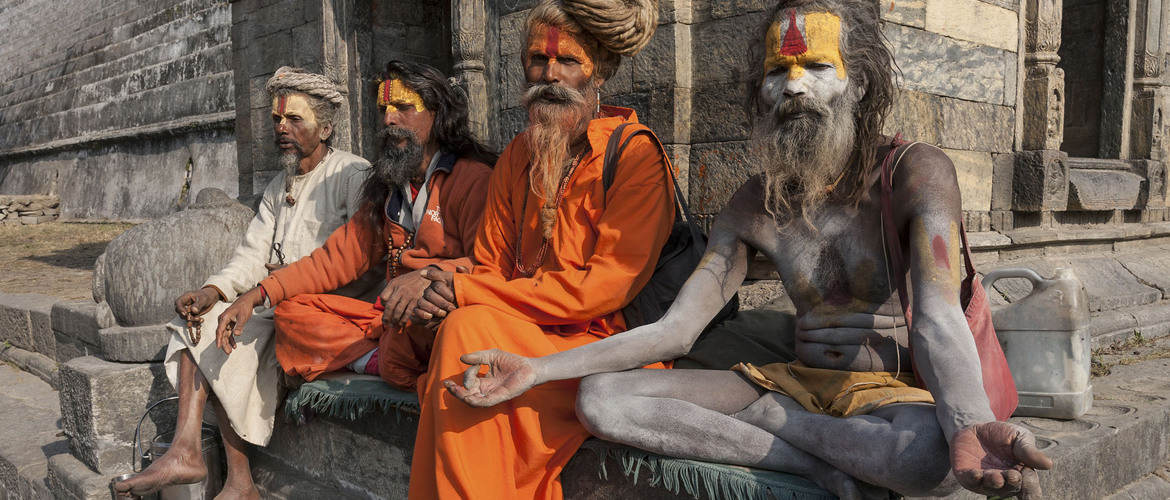 Take pictures with Sadhus in  Pashupatinath Temple is not for free