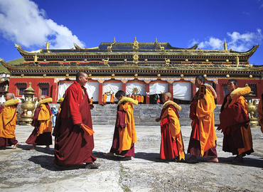 Tibet is an ideal destination for a vacation.