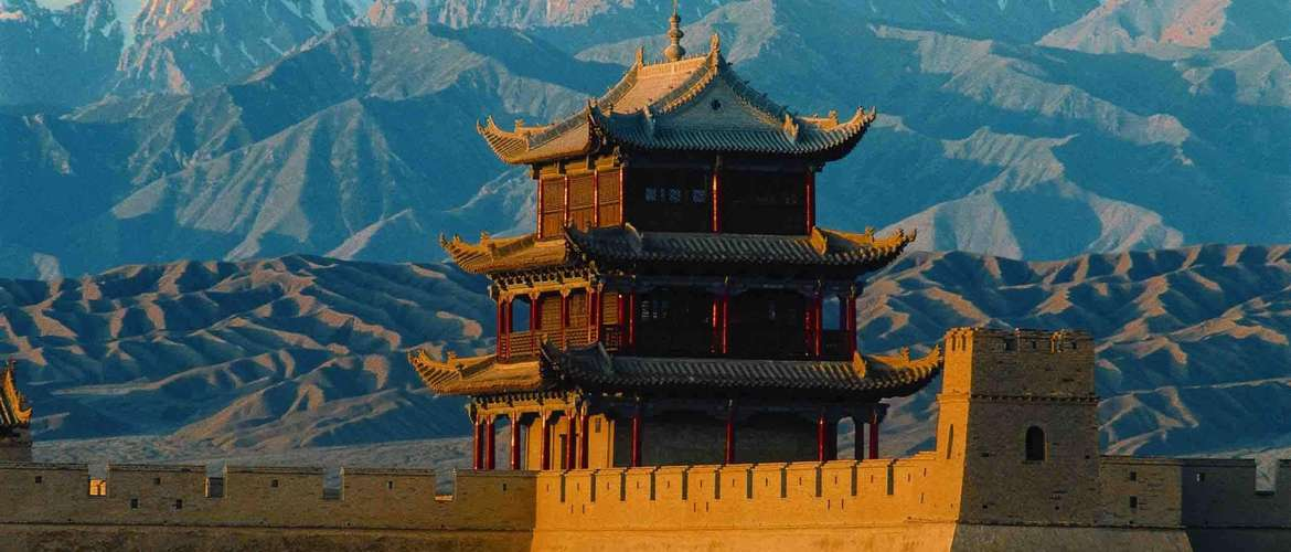 Lanzhou is on the silk road. Many travelers choose Lanzhou as the staring station of the tibet train tour.