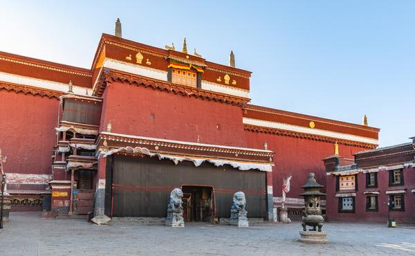 Sakya Monastery is the most important monastery of Sakya Sect of Tibetan Buddhism.