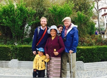 Many elderly people usually think twice about traveling to Tibet.