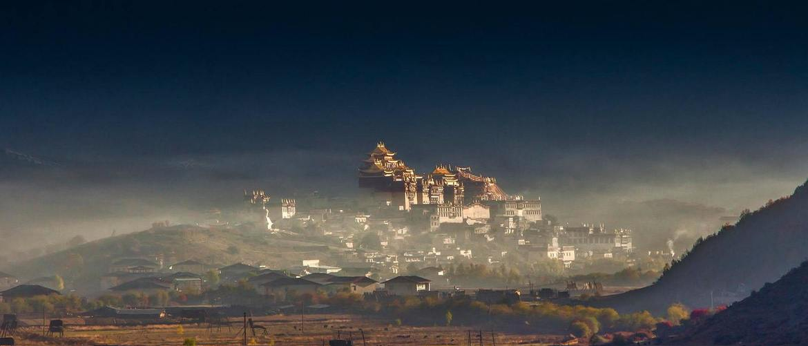 You can tour the top monasteries in Lhasa city to feel the Buddhist culture.