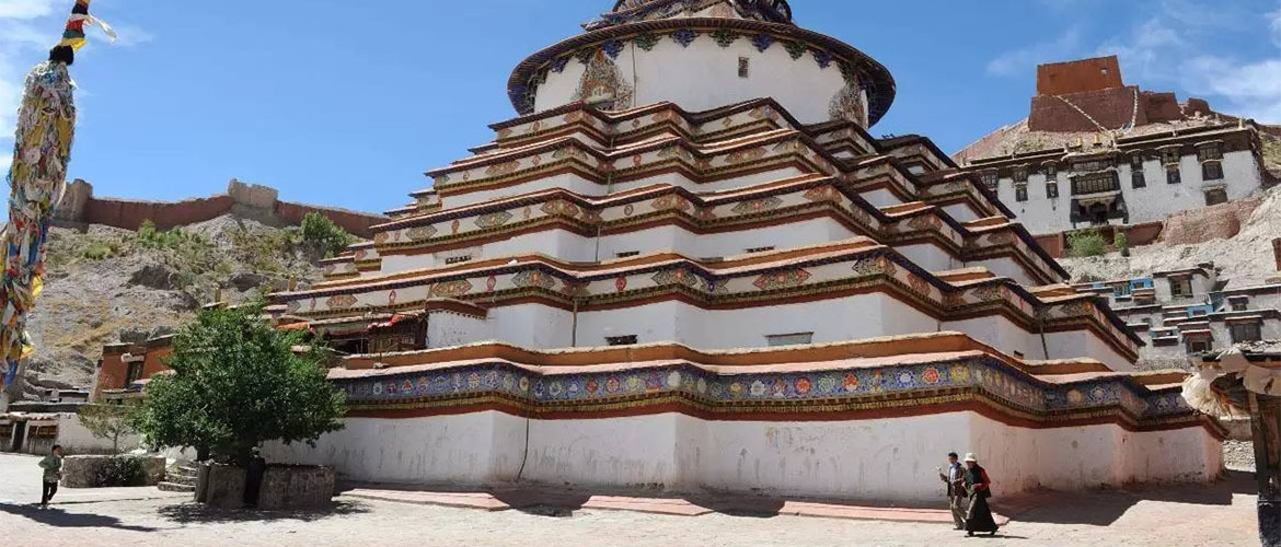 Pelkor Chöde Monastery is a must-visit place when you travel to Gyantse.