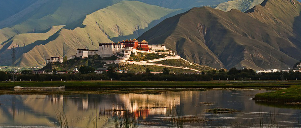 Potala Palace is the must-go place during your Lhasa Tour.