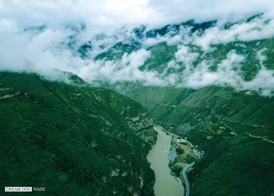 Drive along the majestic mountains, rivers and ravines on the way to Tibet.