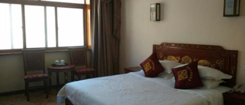 Indoor settings of the single room in Saga Hotel.