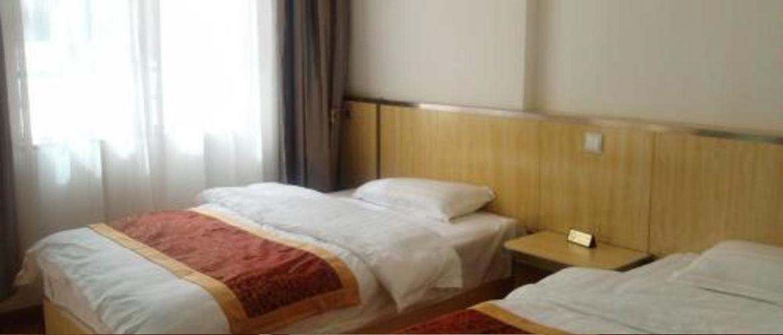 Indoor settings of the twin room of Saga Hotel.