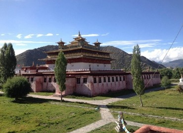 Samye Monastery is a good place for monks to study. If you travel there, you may have a chance to observe the monks' study and feel all the ritual and their sincerity.
