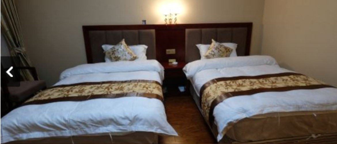 The twin room with double beds of Tingri roof of the world hotel.