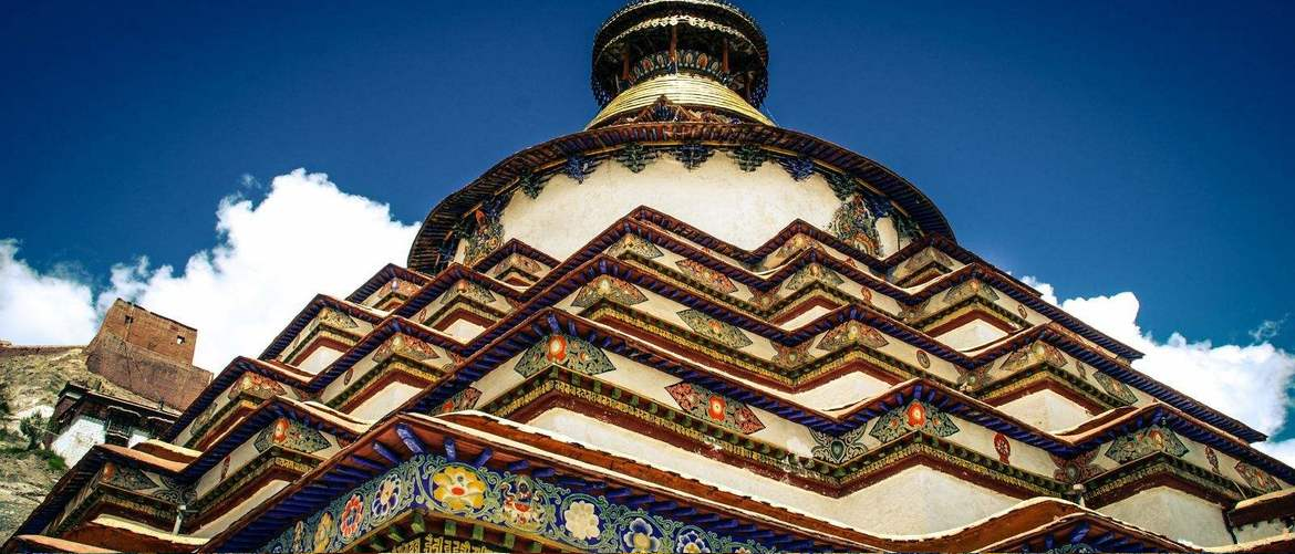 You will see the gorgeous Pelkor Chöde Monastery along the way from Lhasa to Shigatse.