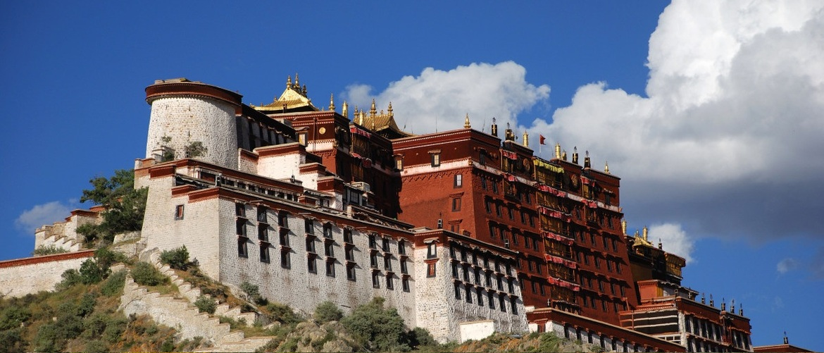 The Potala Palace is the political center in Tibet in the past time.