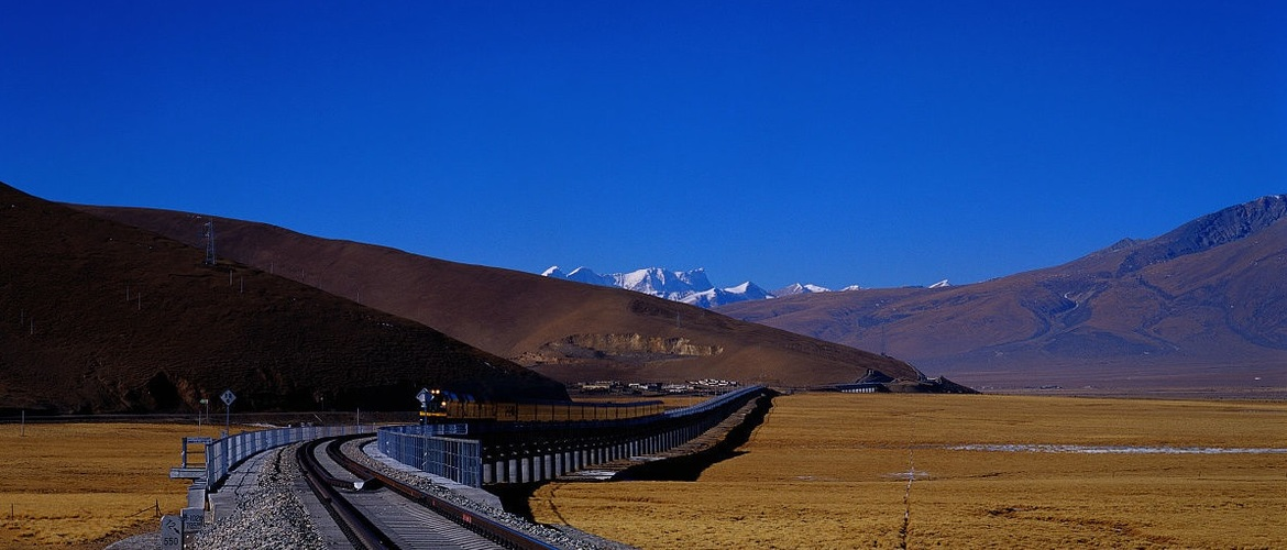 You will see snow-capped mountains along the Qinghai-Tibet train route.