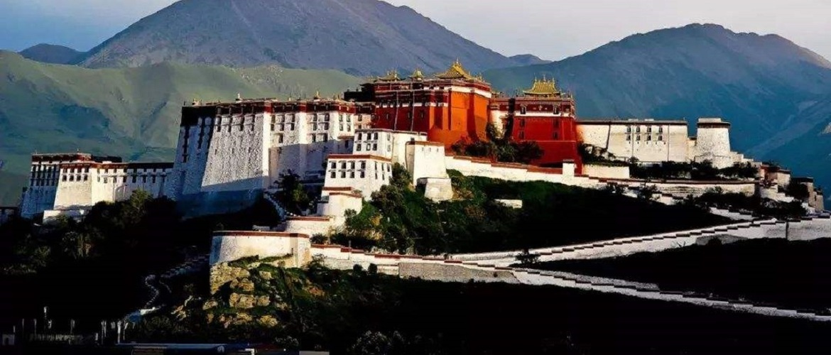 The Potala Palace is the culture landmark of Tibet.