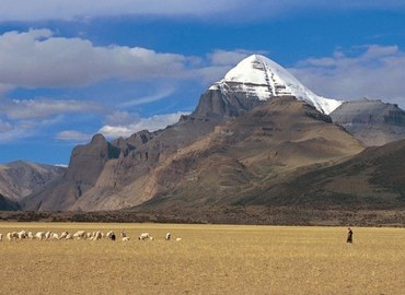 Ngari is a remote region in Tibet but many travelers like to take long journey here to worship the sacred Mt.Kailash.