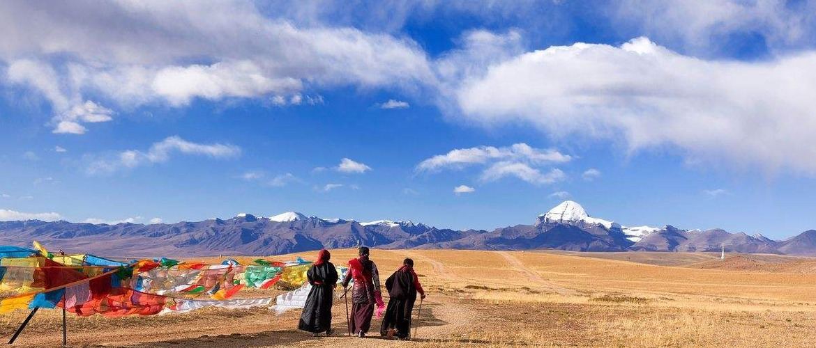 Every years, lots of pilgrims trek around Mt. Kailash.