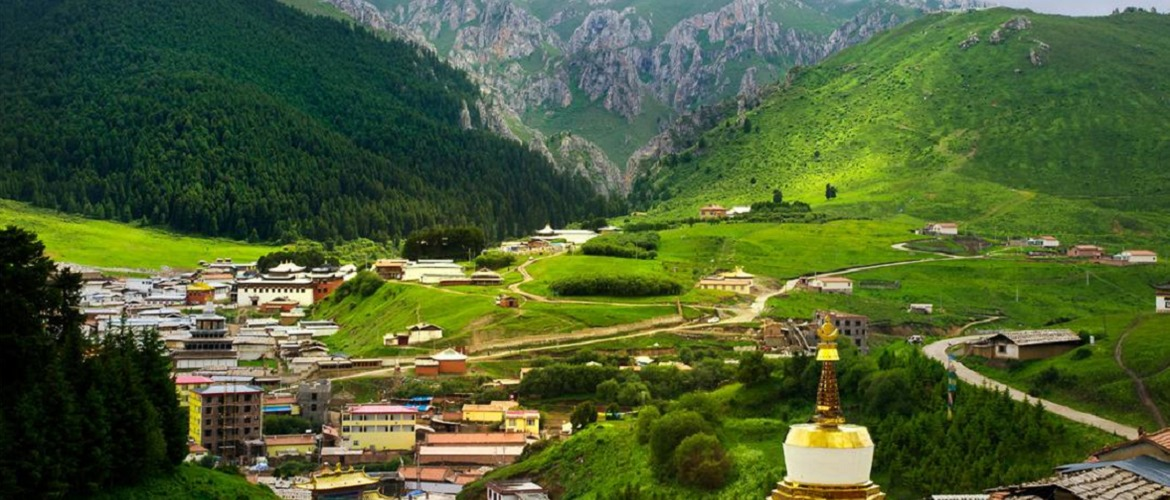 Through the trekking route from Ganden to Samye, you can see the amazing scenery of valleys, mountains, and lakes.