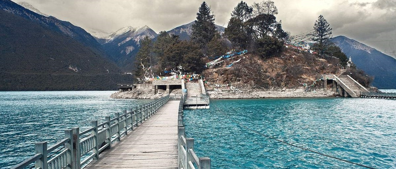 Baumtso means green water in Tibetan language.