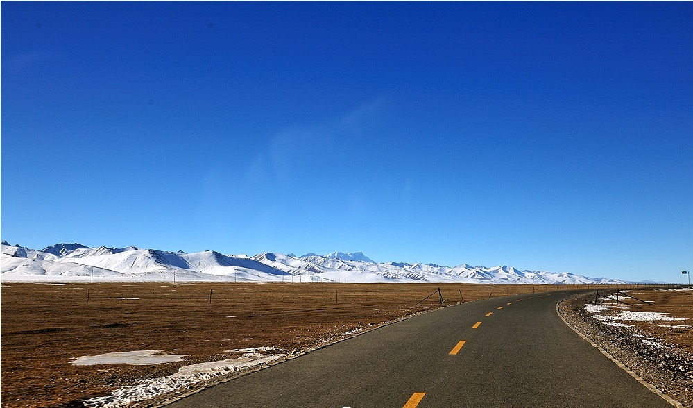 See snow-capped mountain and pure blue sky will make you feel refreshed.